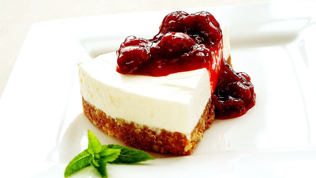 STRAWEBERRY CHEESECAKE