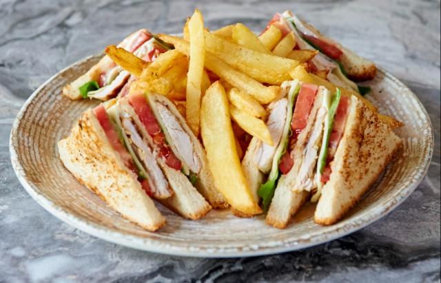 Club sandwich αλλαντικών
